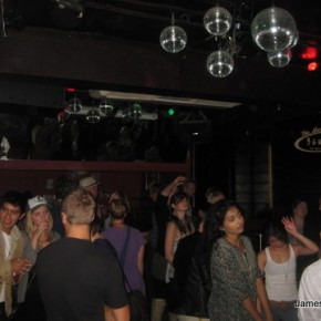 Scubar Crowd photo just before closing time